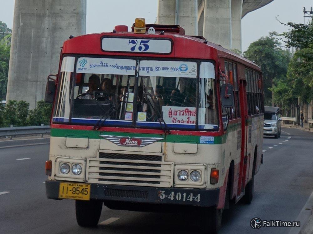 Тайский рейсовый городской автобус