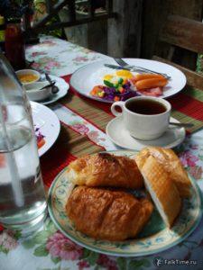 Завтрак в тайской гостинице