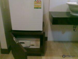 Сейф под холодильником