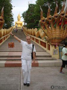 Лестница и большой Будда