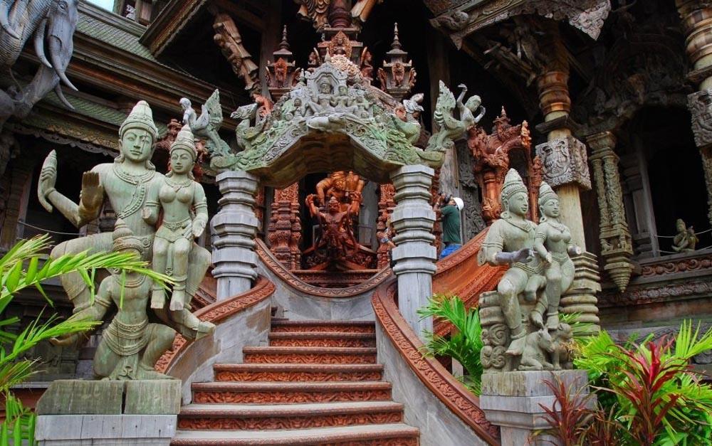 Вход в храм Истины