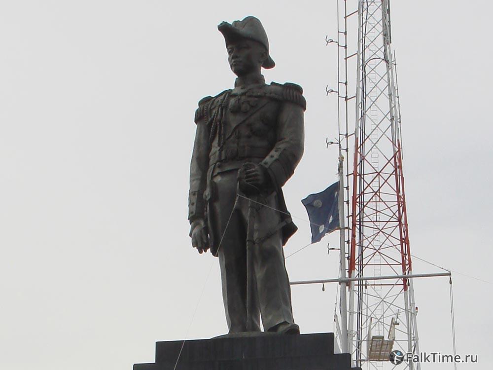 Памятник адмиралу Апакону Кьянтивонгу