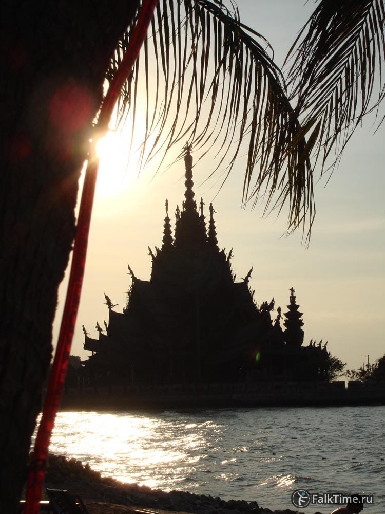 Храм Истины на закате